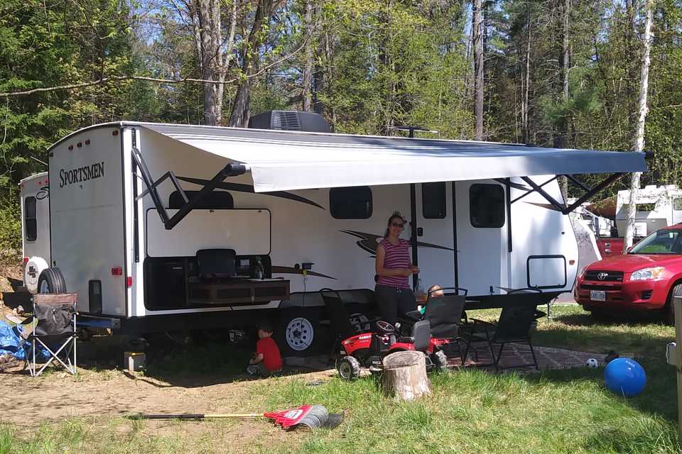 Family-Friendly 24ft Trailer - Fully Furnished! in Petawawa, Ontario