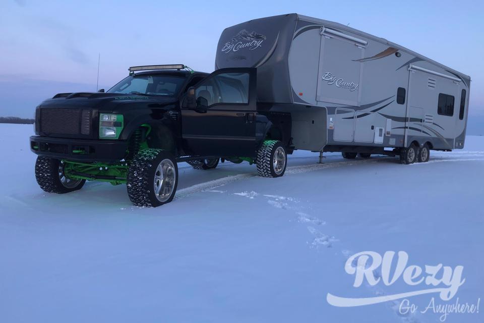 Farmer Pete's camper  in Ponoka, Alberta