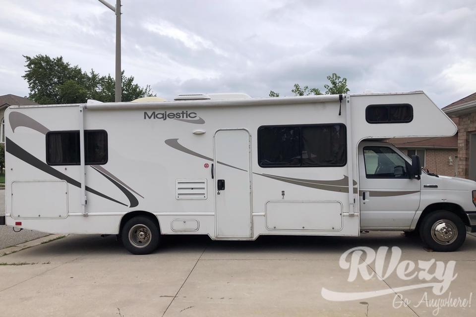 Adventure is calling you with this easy to drive RV in Windsor, Ontario