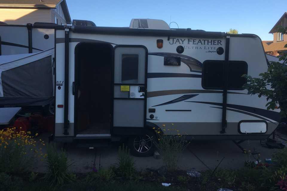 Light weight RV; easy to pull! in Calgary, Alberta