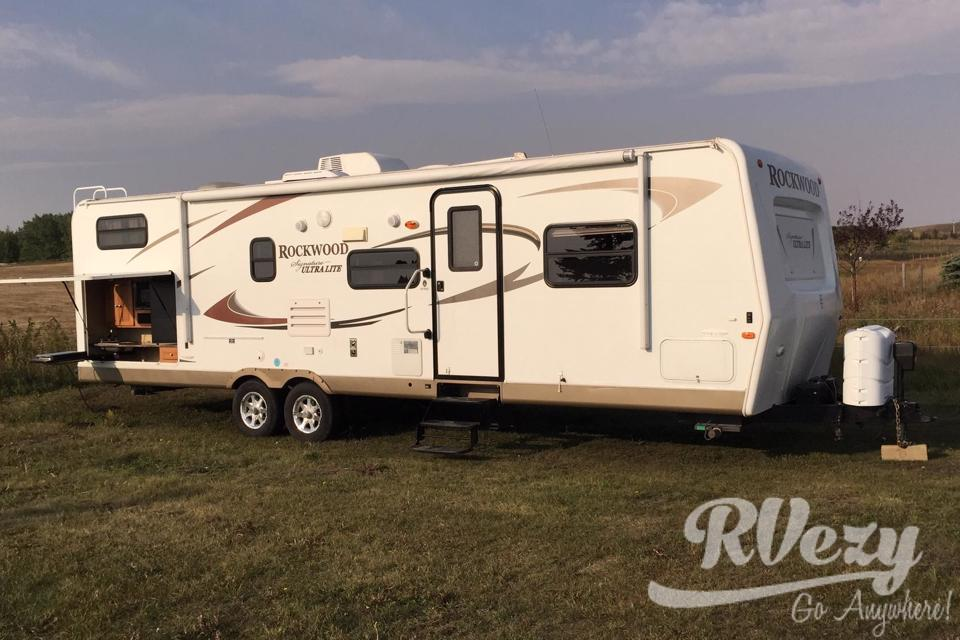 Family camping with free campsite availability in Rocky-View-County, Alberta