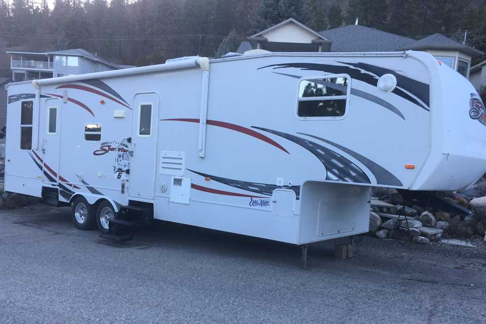 TOY HAULER SLEEPS 7 (DELIVERED BY OWNER ONLY)  in Kelowna, British Columbia
