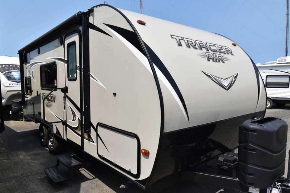 New Tracer Air Travel Trailer in Maple-Ridge, British Columbia