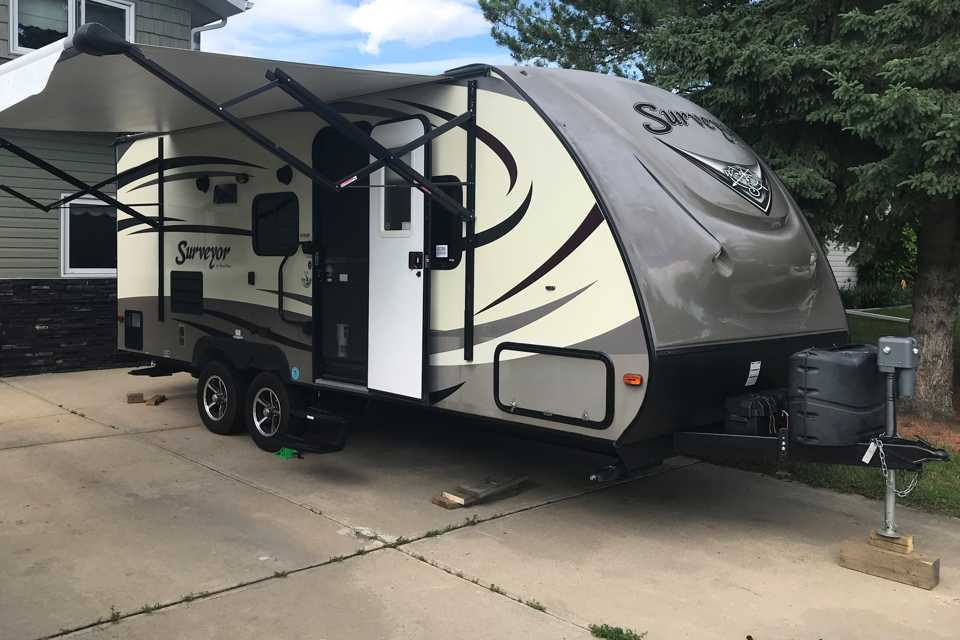 Awesome off-grid camping rig with all the bells & whistles! in Red-Deer, Alberta