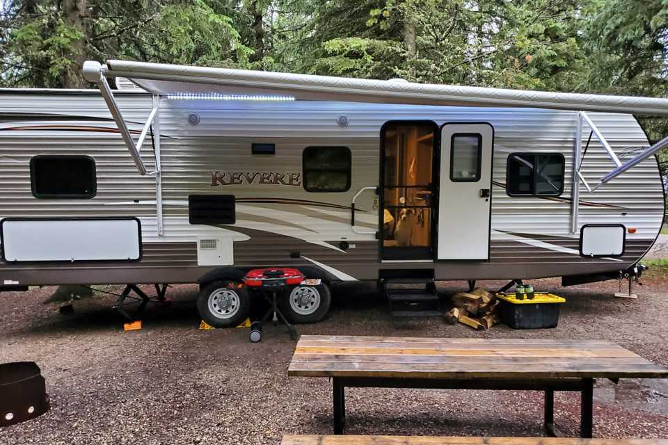 Home away from home. Beautiful Family friendly RV with room for 10. in Stony-Plain, Alberta