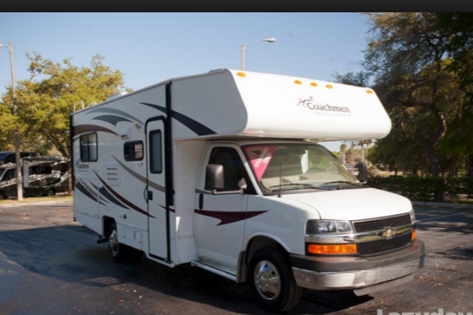 Awesome Coachmen for rent- Great for that camping adventure! in Saint-Thomas, Ontario