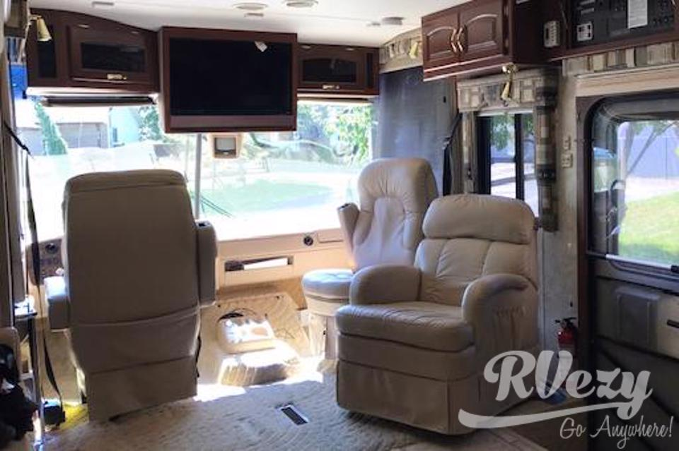 Go in total comfort, Newmar Kountry Star RV in Bath, Ontario