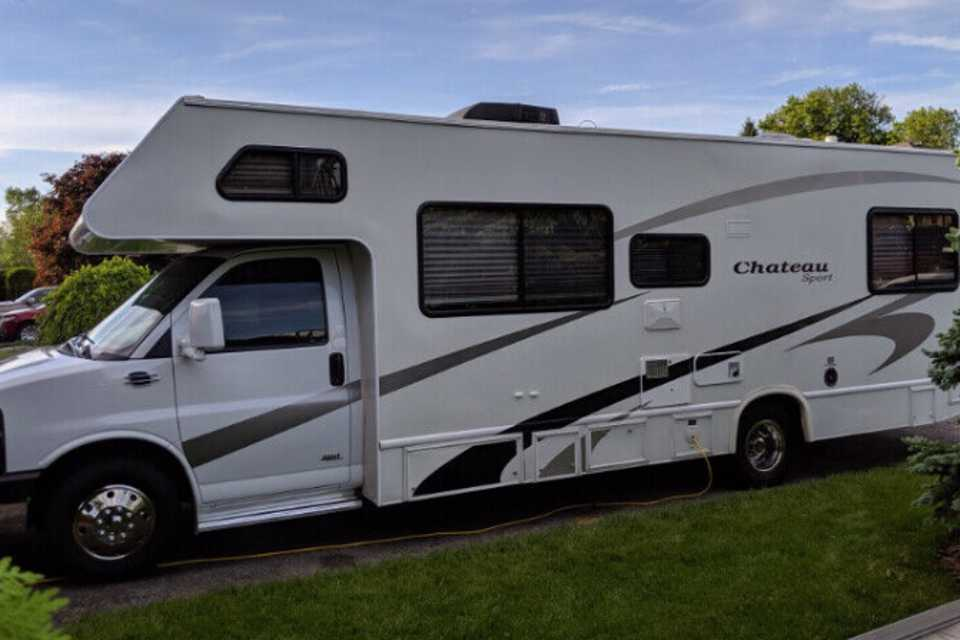 Family Chateau On Wheels in New-Lowell, Ontario