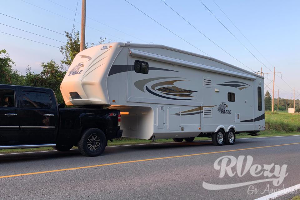 Immaculate & Spacious Fifth Wheel — Luxury Vacation in Cobourg, Ontario