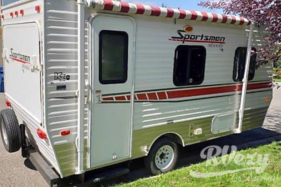 16 Sportsman Hybrid. sleeps 5-6 in Kelowna, British Columbia