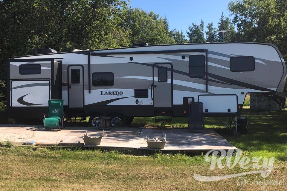 """You Will Be """"Happy Campers""""! in Russell, Manitoba"""