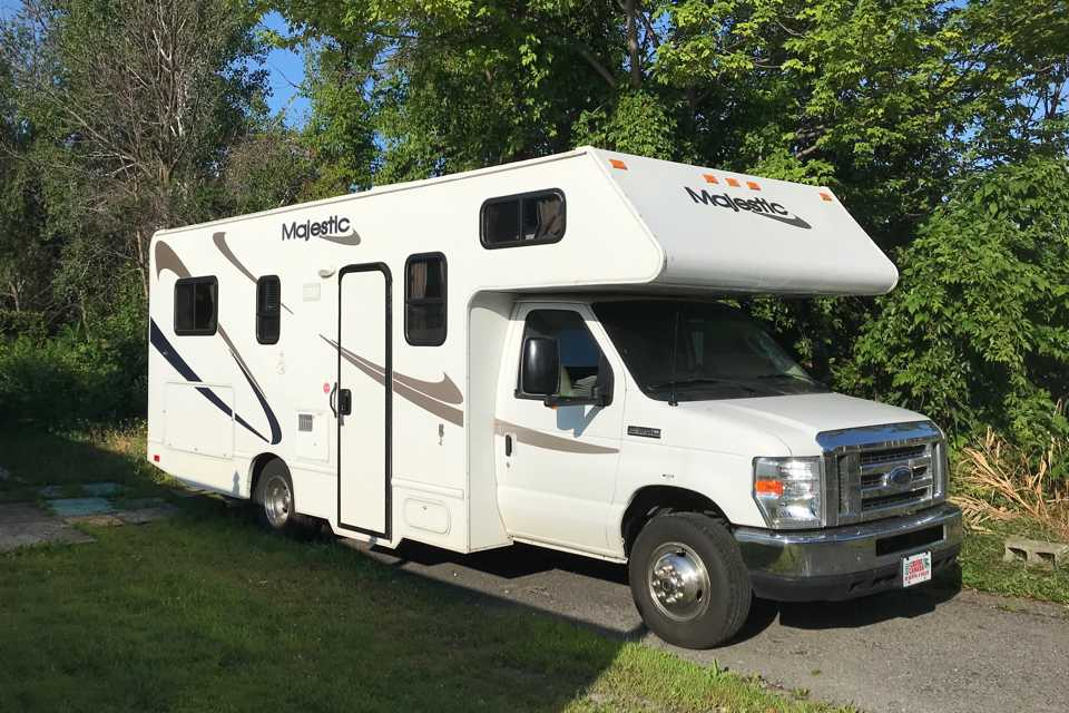 Majestic Classe C RV to rent, excellent condition low mileage and fully equiped.  Family fun !!! in Longueuil, Quebec