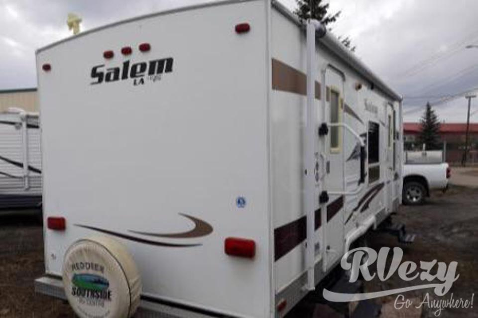 Luxurious and Fully Equipped Travel Trailer  in Black-Diamond, Alberta