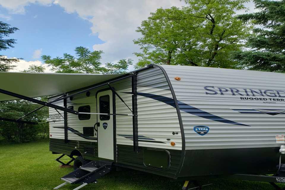 Arkell's Travelling Gem in Puslinch, Ontario