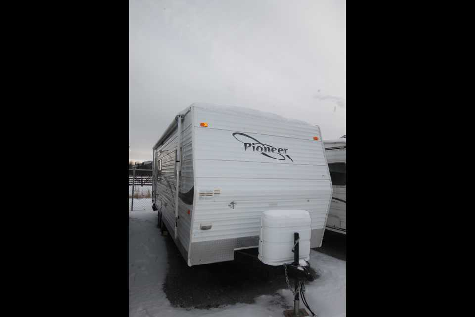 CLEAN TRAVEL TRAILER WITH SLIDE in Banff, Alberta