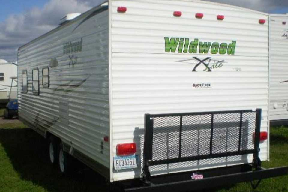 1/2 ton towable only 4000lbs with a RV queen bed in Acheson-, Alberta